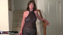 USAWives mature Jade on stairway