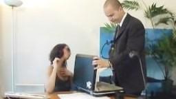 beurette shaina anal secrétaire lunettes
