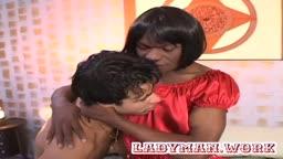 Ebony tranny on bad