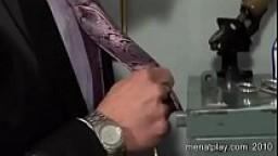Capoufficio gay si scopa il collega nero con cazzo enorme
