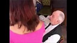 Nonnetto allegro si scopa sua nipote arrapata
