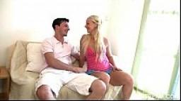 Fidanzata bionda accetta di fare l'amore prima del matrimonio
