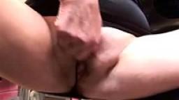 Lesbiche mature scopano tra loro e con un giovane meccanico di auto